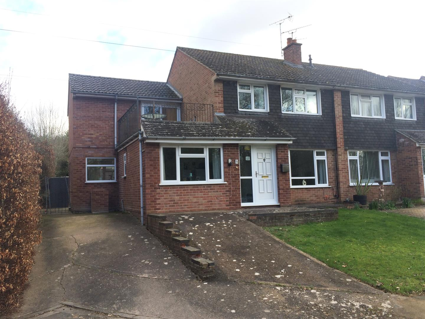 4 Bedrooms Property for sale in Everard Close, Worcester